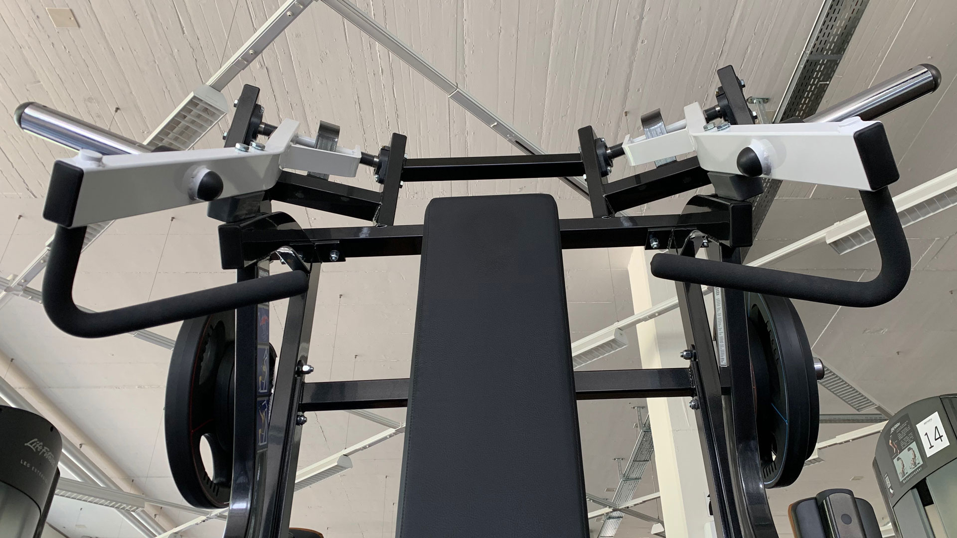 Kraft-Zone mit HammerStrength | BodyWorx | Rotkreuz